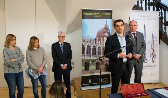 Donacion-tijeras-Javier-Cuenca